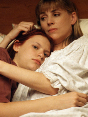 Claire-Danes-My-So-Called-Life-Hugging-Mom.png