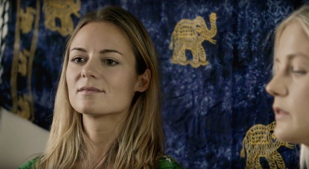 "Hanna Oldenburg as ""Fiona""."