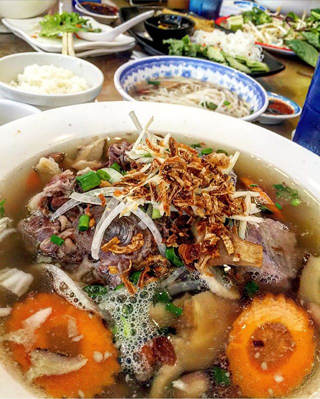 this is by far the #1 #hangover killer in ALL of #hawaii I still dream of it every morning 😵 #oxtail #pho #lifesaver #instagood #honolulu #picoftheday