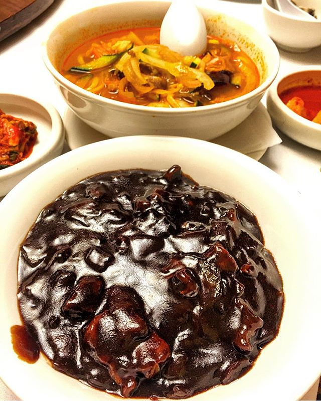 to some this might look a lil daunting, but to me it's the perfect combo 🙌 #Korean #chinese #noodles #jjajangmyeon #jjamppong #instagood #eeeeeats #koreatown #ktown #picoftheday