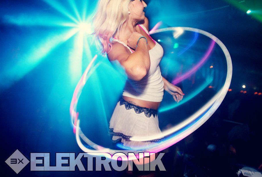 Claire_Hoop_Electronik.jpg