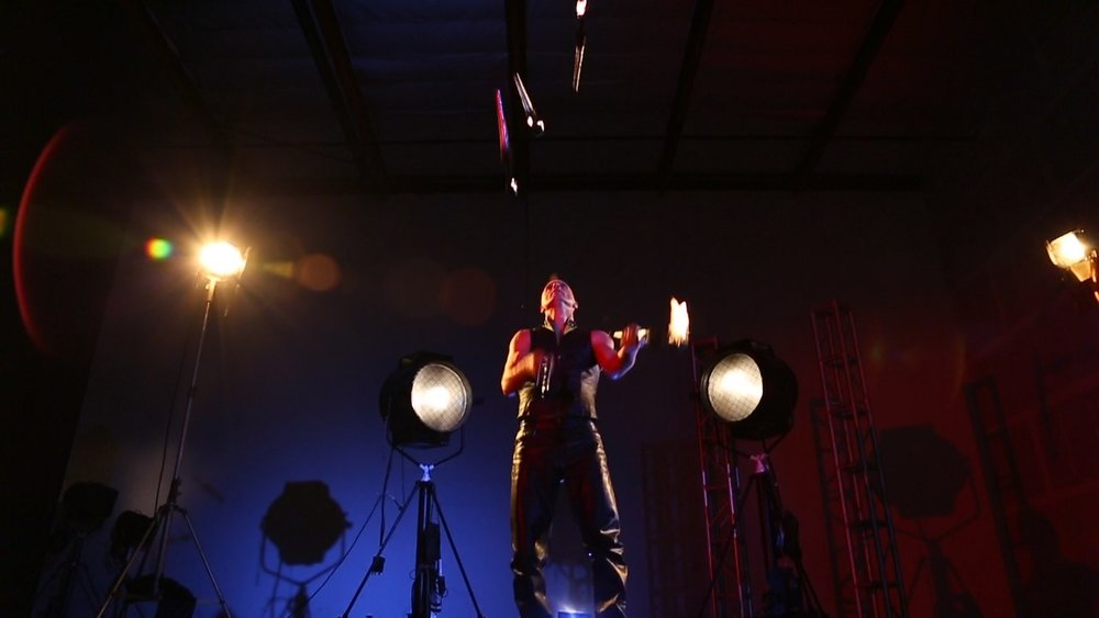 Rob Crites Juggles 5 Torches.jpg