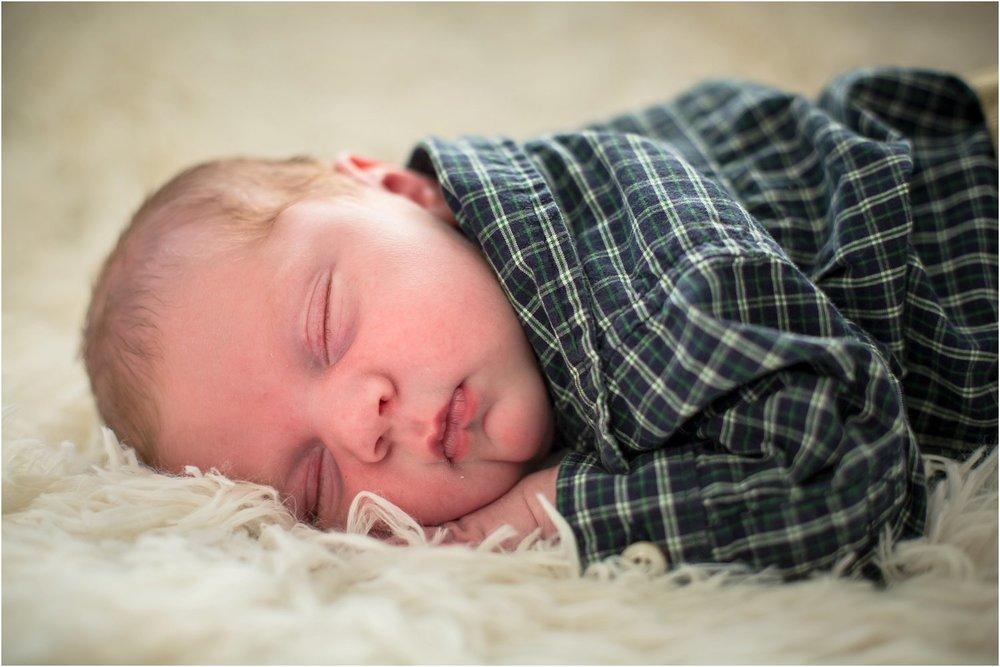 Harrisonburg_Newborn_Family_Portraits_0022.jpg