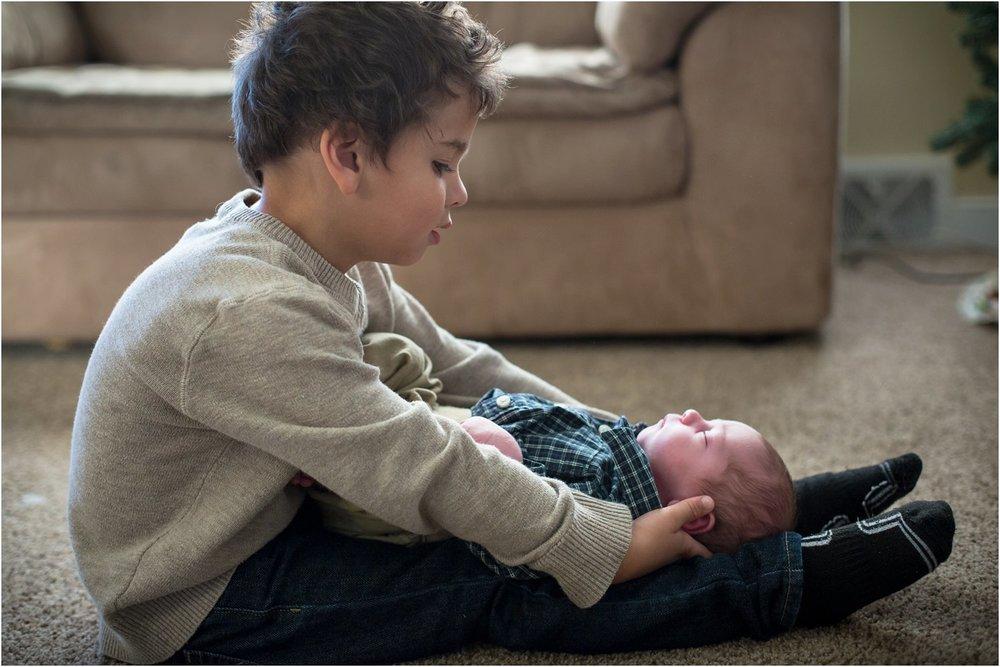 Harrisonburg_Newborn_Family_Portraits_0024.jpg