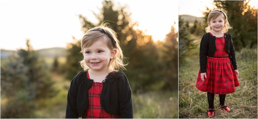 Evergreen_Christmas_Tree_Farm_Family_Portraits_0011.jpg