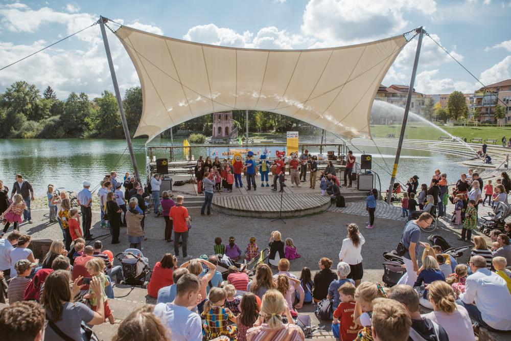 Zweierpasch, Greenhouse & Kinderchor am Weltkindertag in Freiburg | Foto: Fionn Große