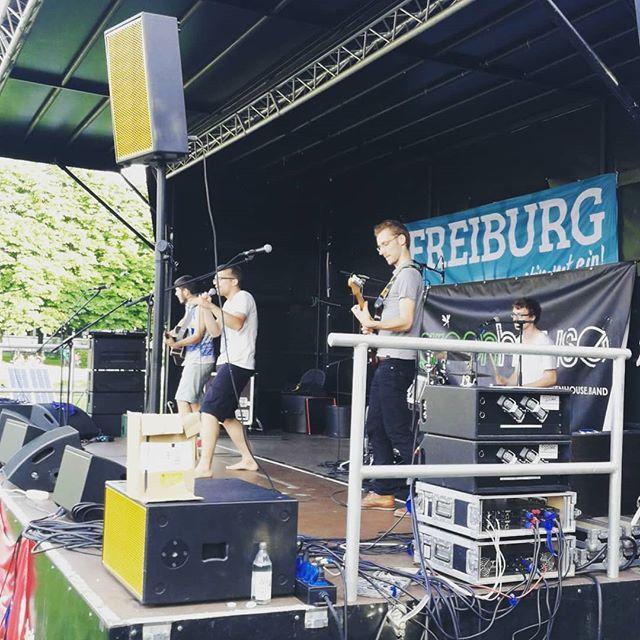 #freiburgstimmtein #baby! #freiburg #greenhouseband #geilelivemusik #gutemusik #openair #festival #singersongwriter #eschholzpark  #summertime #unterstützedeinelokaletanzkapelle