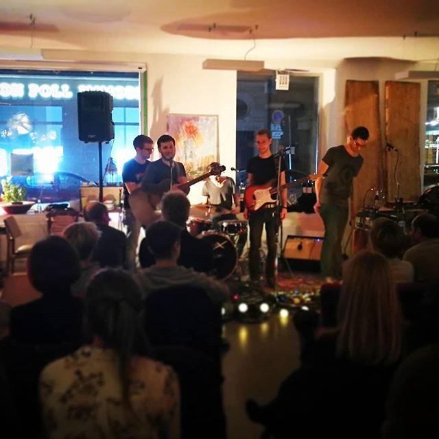 💚 Heute schon mit dem Fuß gewippt?  #greenhouseband #artjamming #freiburg #localmusic #band #music #micdrop #liveinconcert #loveyourlocaldancekapelle