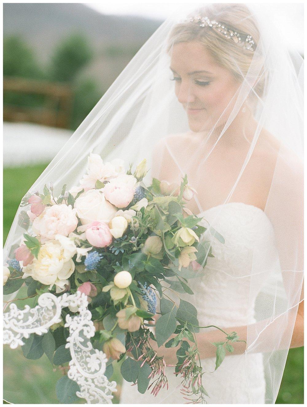 white-oaks-barn-dahlonega-wedding-photographer-christina-pugh_0009.jpg