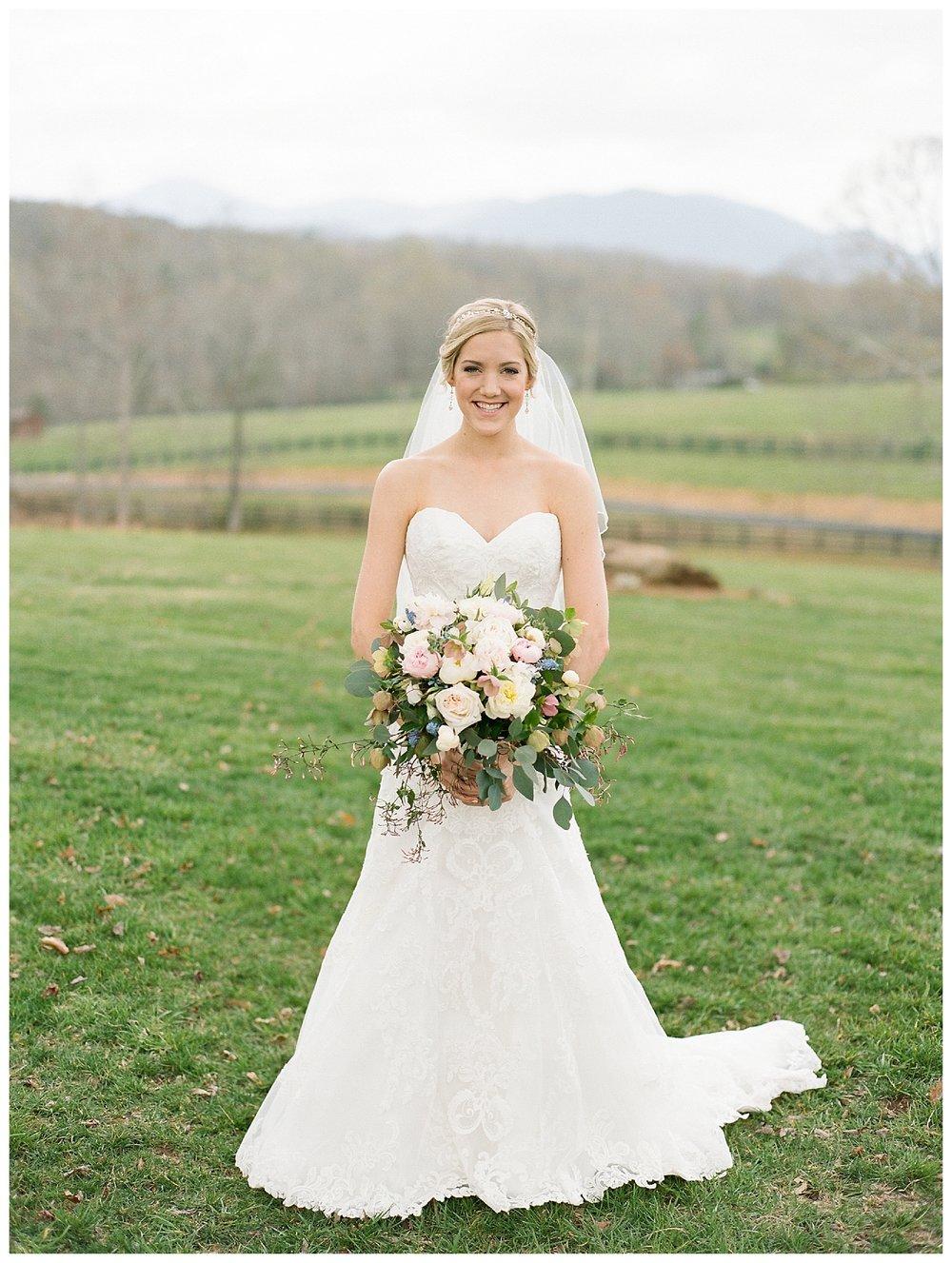 white-oaks-barn-dahlonega-wedding-photographer-christina-pugh_0010.jpg