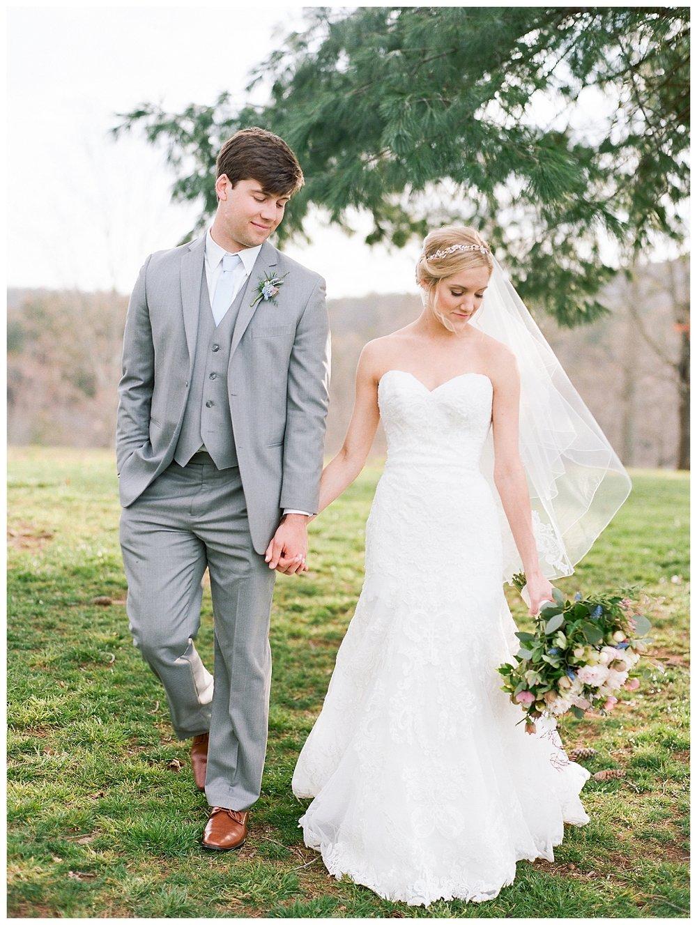 white-oaks-barn-dahlonega-wedding-photographer-christina-pugh_0033.jpg