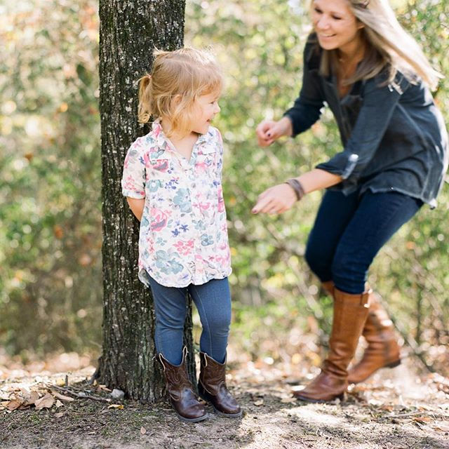 anyone else excited for the crunch of the leaves, brown boots, and laughter in the crisp air? 🍁 🍂 #fallfamilysession
