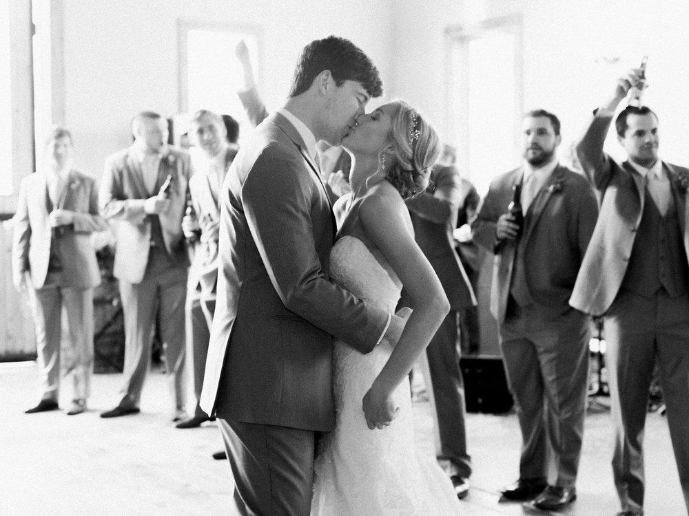 white-oaks-barn-wedding-dahlonega-ga-photographer-15.jpg
