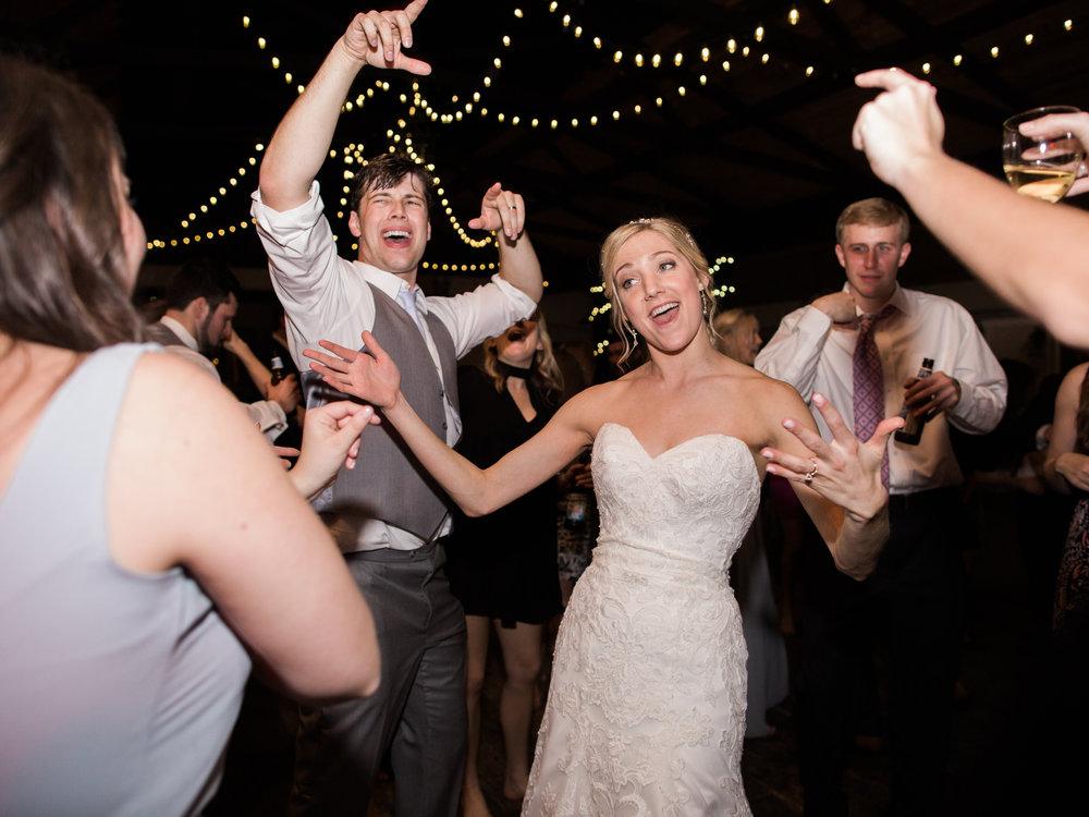 white-oaks-barn-wedding-dahlonega-ga-photographer-21.jpg