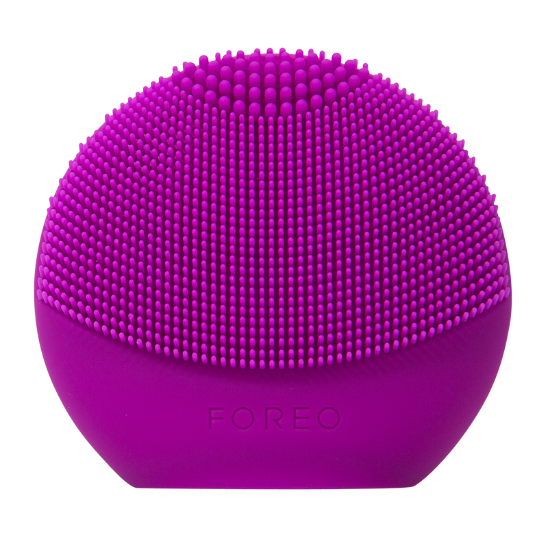 FOREO LUNA FOFO - BENEFITS: 2-in-1 Smart Facial Brush & Analyzer, 100% Waterproof, 400 UsesAlso available at Sephora & UltaNo facial cleansing is complete without my Luna Fofo. This baby measure's hydration and provides and overview of my skin's overall health! How cool is that!? I don't know about y'all, but I like to do two face cleansing sessions to really get into those pores, especially after working out (Phew…)!
