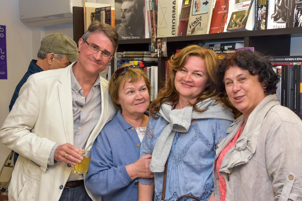 Justin, Toma, Alla and Svetlana Fialkova.jpg