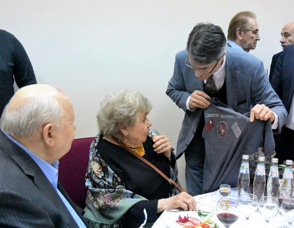 "Gorbachev and Massie inspecting the Votkinsk ""Trust But Verify"" T-shirt.  Photo: Anatoly Kotov, Vesmir Publishers"