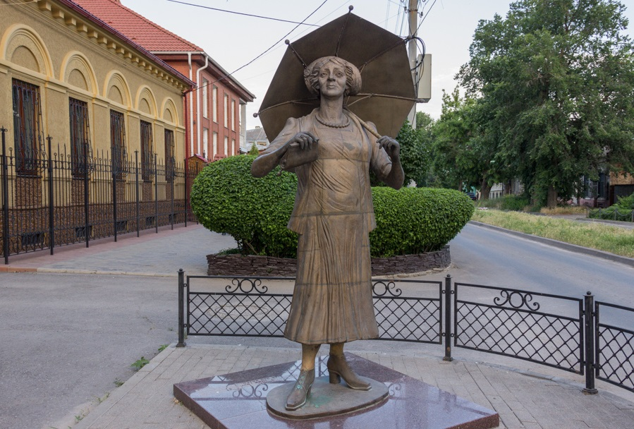 Monument to Ranevskaya, in her hometown of Taganrog.