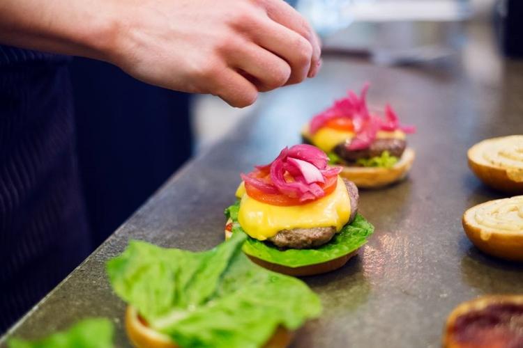 ottos-burger1.jpg