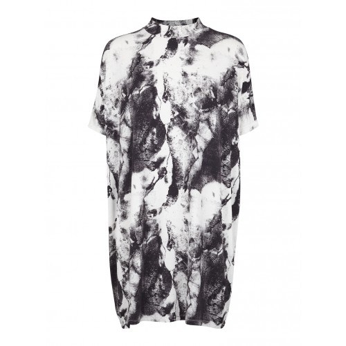 just_female.summer15.nora_ss_tee1506.black_print.dkk399.eur69.nok699.gbp57.sek649.usd110.jpg