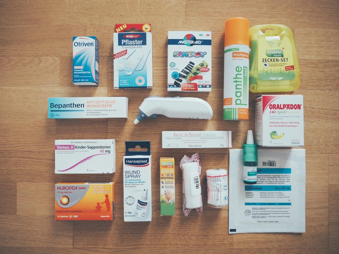 Medizin für alle Fälle // Was gehört eigentlich in eine Kinder-Reiseapotheke