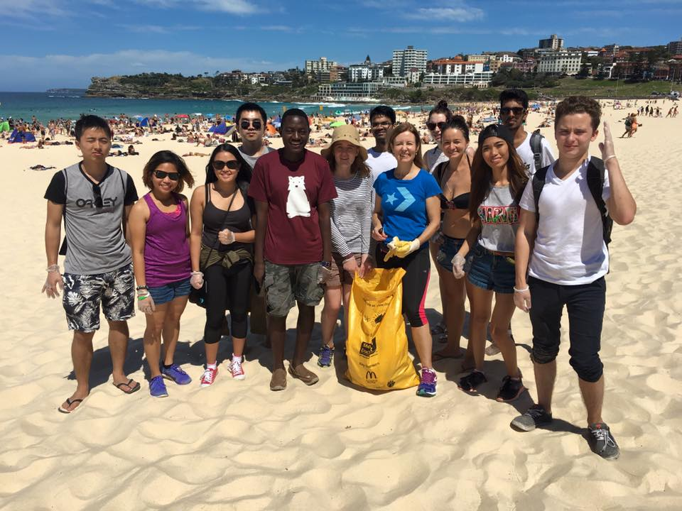UTSoC  assisting  UTS BUiLD Society  for Clean Up Australia Day 2016