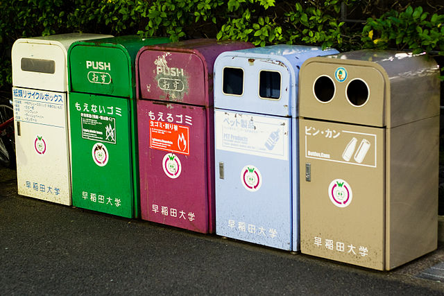 640px-Recycling_bins_Japan.jpg