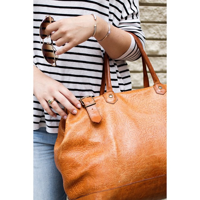 Can't believe it's Monday again... These weeks are flying by! Taking this bag for a little getaway this weekend. 📷: @jpdesignphoto 😇 #vintage #bostonbloggersummer #summerstyle #fashionblogger #discoveraround #igersboston #bostonblogger #bostonbloggers #wgsay