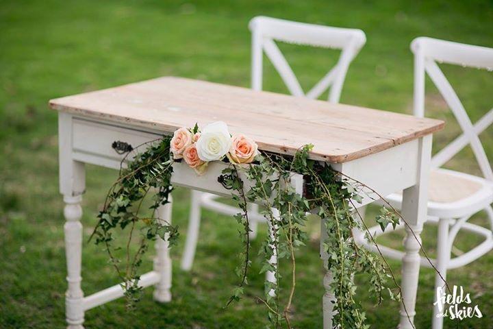 Signing Table Oakover.jpg