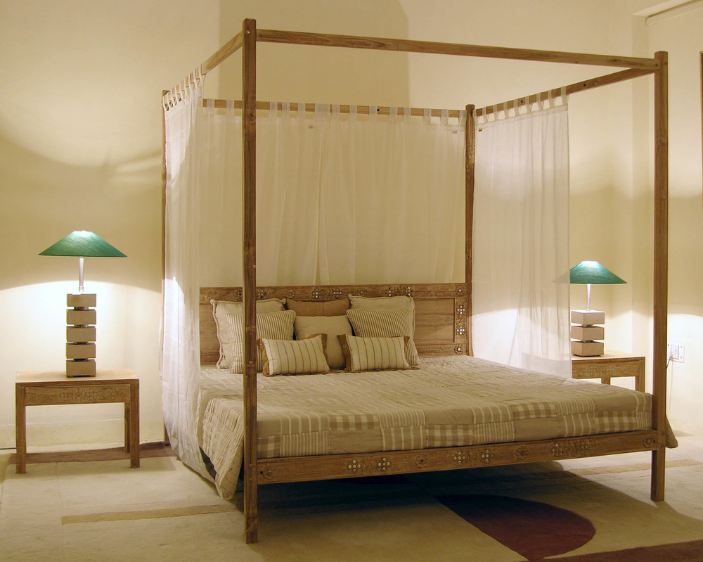 Anokhi Four Poster Bed