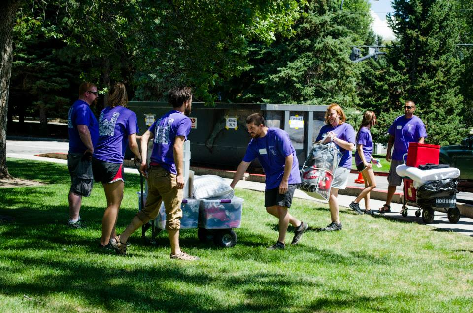 Student volunteers help move the incoming class members of 2019 into their new home for the year, Hogle Hall. Students lugged luggage, bikes, mini fridges and more into the halls on Aug. 14.