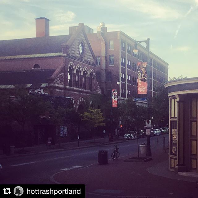 #Repost @hottrashportland ・・・ Coming to you in real time from @sagamorehillmaine with a special offer for all you @tashsultanaofficial fans bring your @statetheatreportland ticket from the show tonight for $5 @icepikvodka drinks after the show! #neighborhoodbar #portlandme #maineshit #teddyroosevelt #600block #congressstreet #hospitality #portland #cocktails #viewpoint #viewfromhere