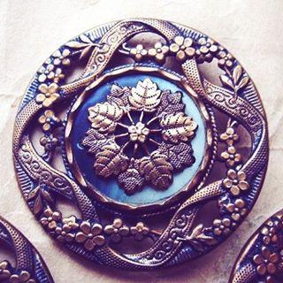 The craftsmanship on the button detail is amazing! https://t.co/gxXsMtJhdz #fashion #style #elegant #fashionblogger #vintage https://t.co/NOgavpl5Zp