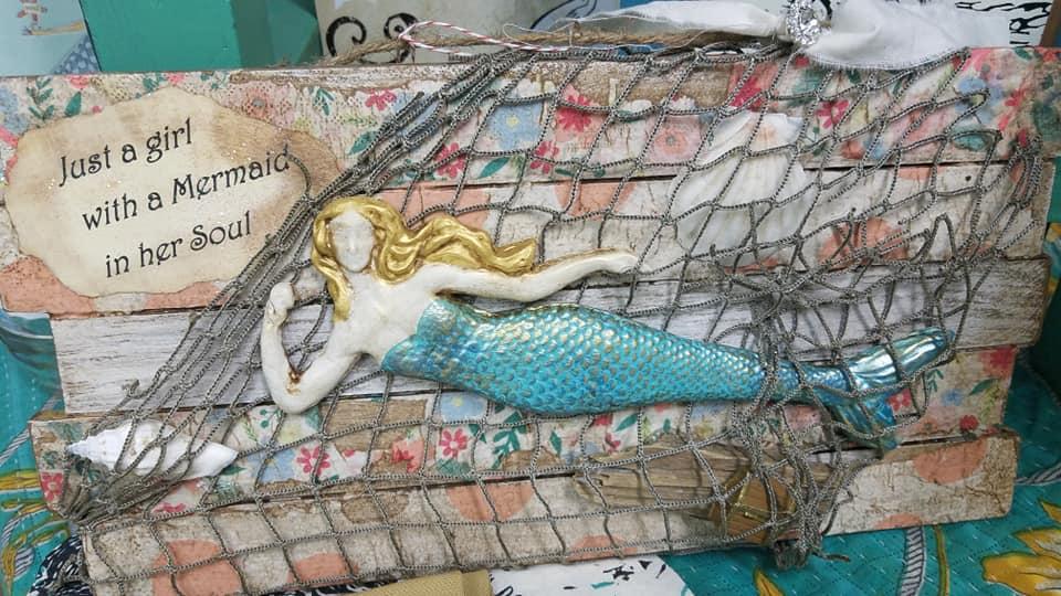 girl-with-mermaid-in-her-soul.jpg