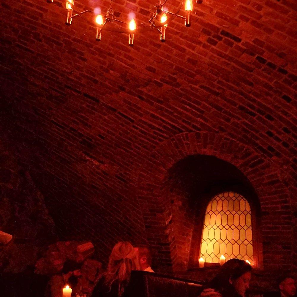 Warm underground of the dungeon-esque  Schouskjelleren Mikrobryggeri .
