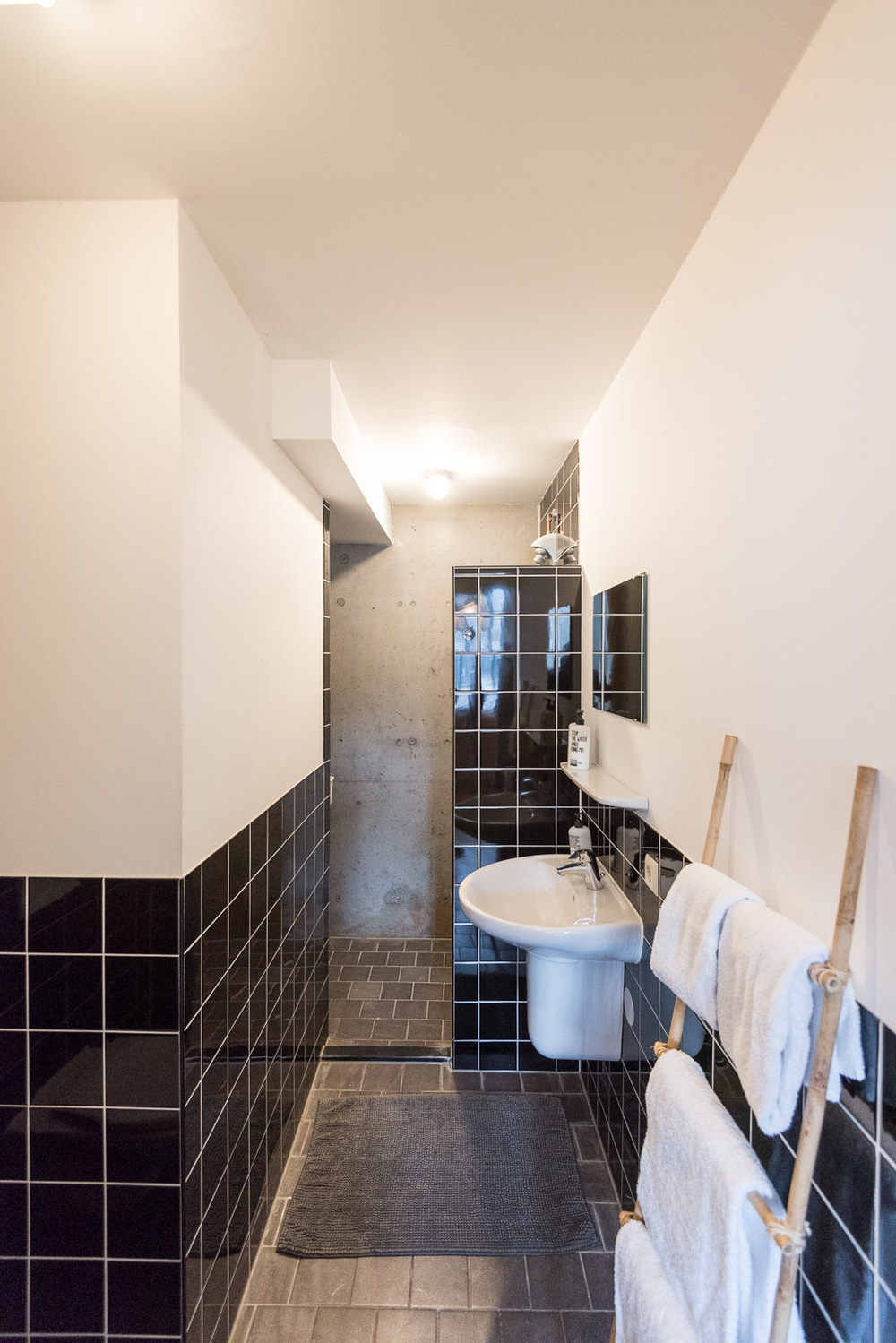 Bathroom 2 at Ecomama Hotel