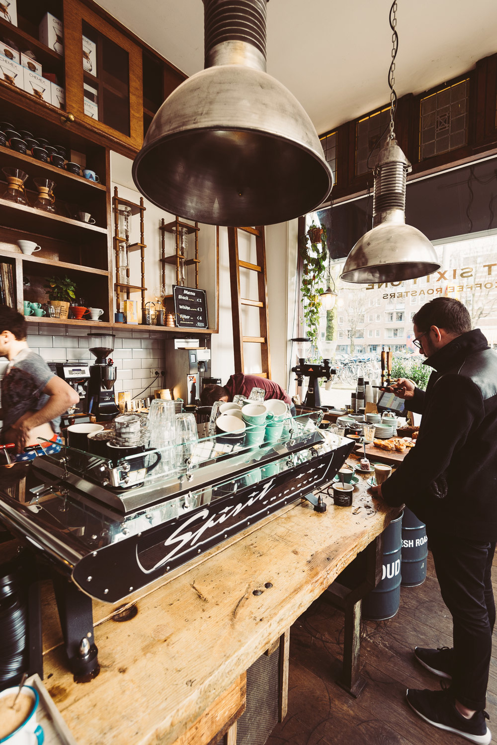 Lot Sixty One Coffee Roasters in Amsterdam - Interior