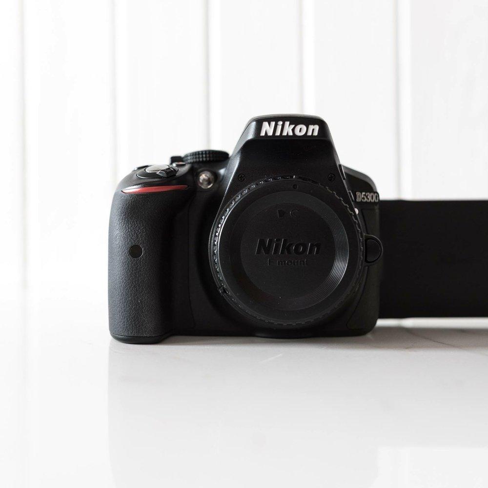 NIKON D5300 + 18-55MM / Lien vers Kijiji