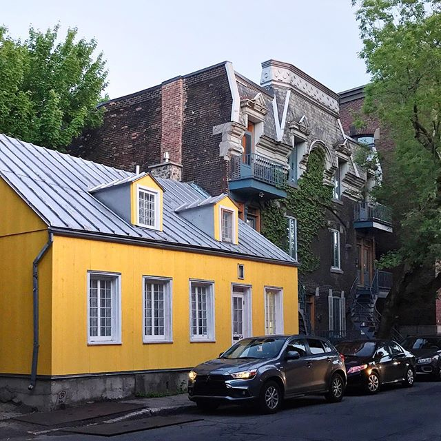 Guys, I might have found the cutest street in @montreal and it has a yellow house! Isn't it so cute? 😍 #jeffontheroad #mtlmoments #explorecanada #quebecoriginal