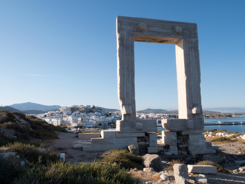 travel-greece-arch-naxos.jpg