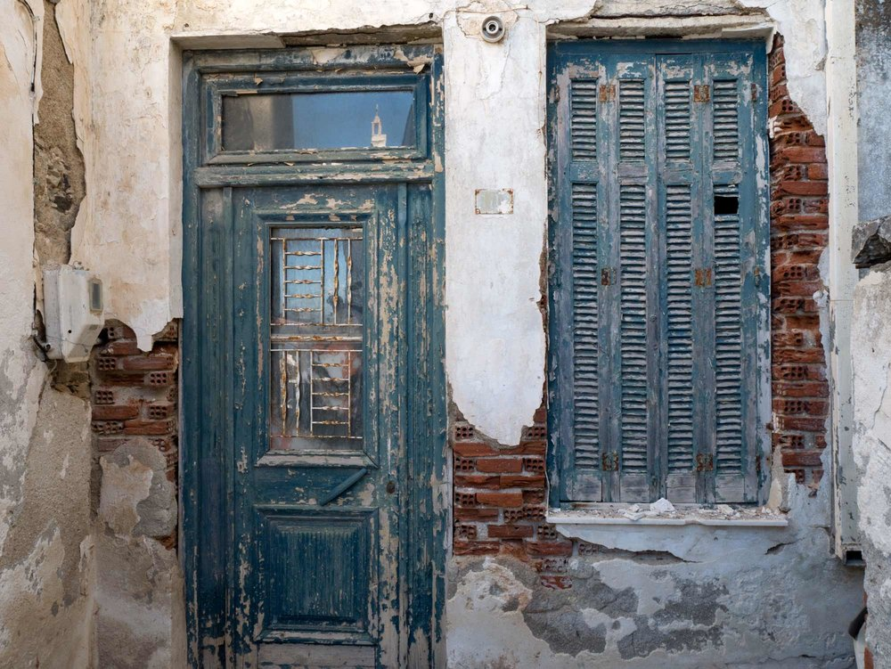 travel-greece-door-naxos.jpg