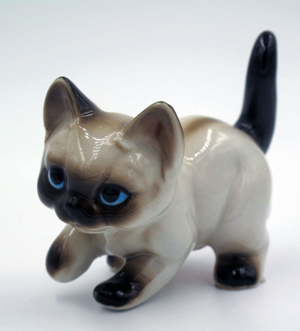 Lefton Siamese Cat - Outstanding copy of the Josef Originals walking Siamese kitten (see picture in my collection).