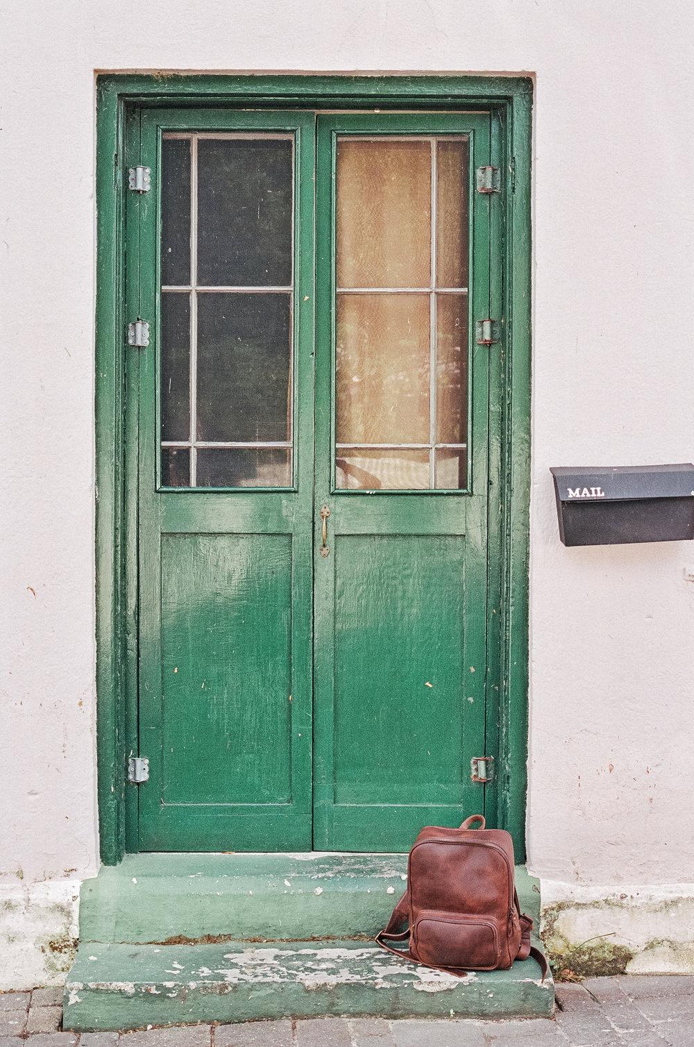 bermuda door nisolo leather backpack