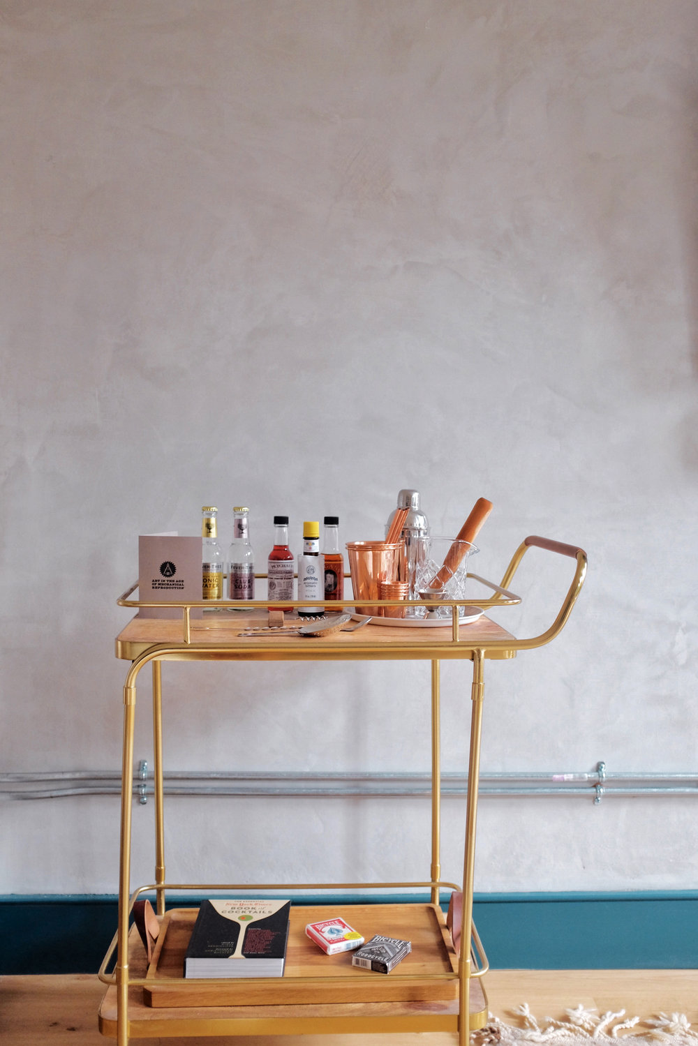 bar cart lokal hotel