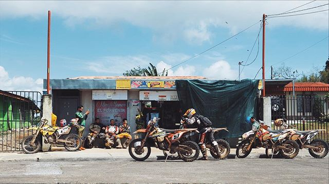 Didn't get to off-road but these guys look like they had some fun 🇳🇱 🏍 . . #costarica #puriscal #dirtbike #travelphoto #lumix #whatisee #viewfromhere #latergram
