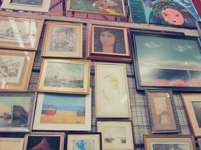 paintings+at+mercado+pulgas.jpg