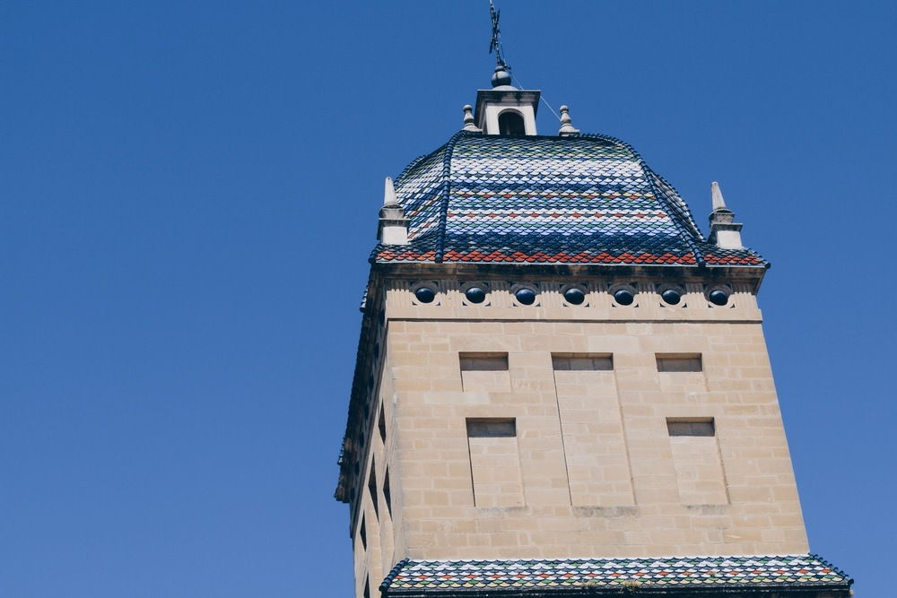 HOW BEAUTIFUL IS THIS TILED ROOF OF HOSPITAL DE SANTIAGO?
