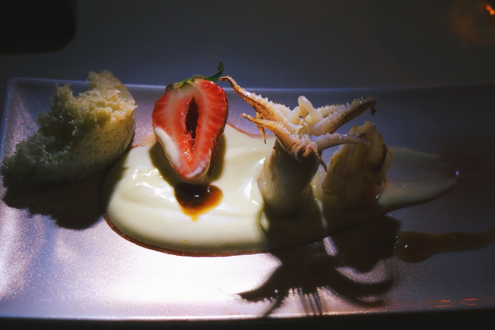 HORROR SQUID WITH OLIVE OIL SPONGE AND CREAM