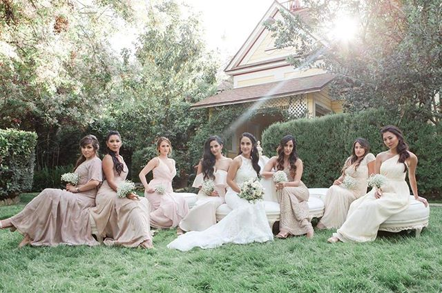 One gorgeous wedding party! Ohh that light @twinoaksweddings! Stunning! 💐by @sweetstemsflorist