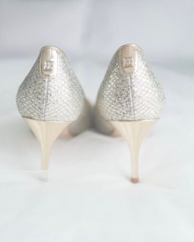 I'm a sucker for pretty wedding 👰 shoes brides wear. These ones are amazing!